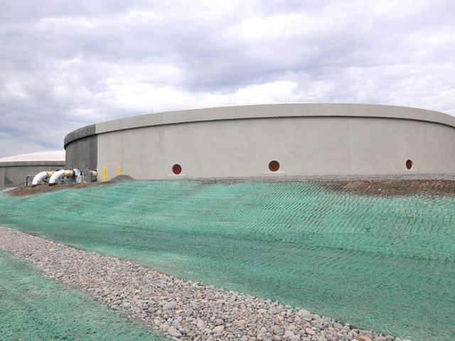 A new 6.4 million gallon dilute storage tank, in the final stages of being painted, was built on the west end of the PDX airfield.