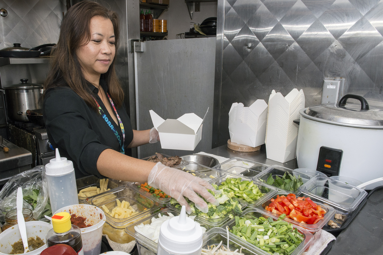 Bangkok Xpress Grows from Food Cart to Restaurant at PDX